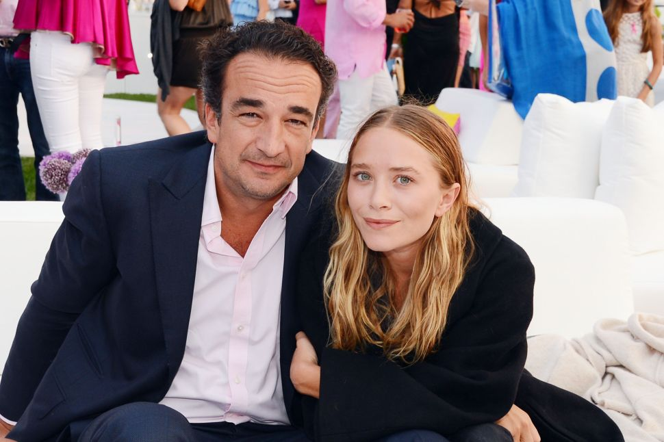 Olsens and Molly Sims Turn Out for Hamptons Pink Party