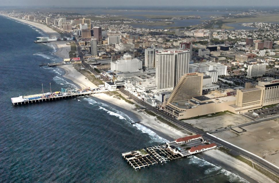 District 2 lawmakers call on Casino Control Commission to keep Showboat, Trump Plaza open