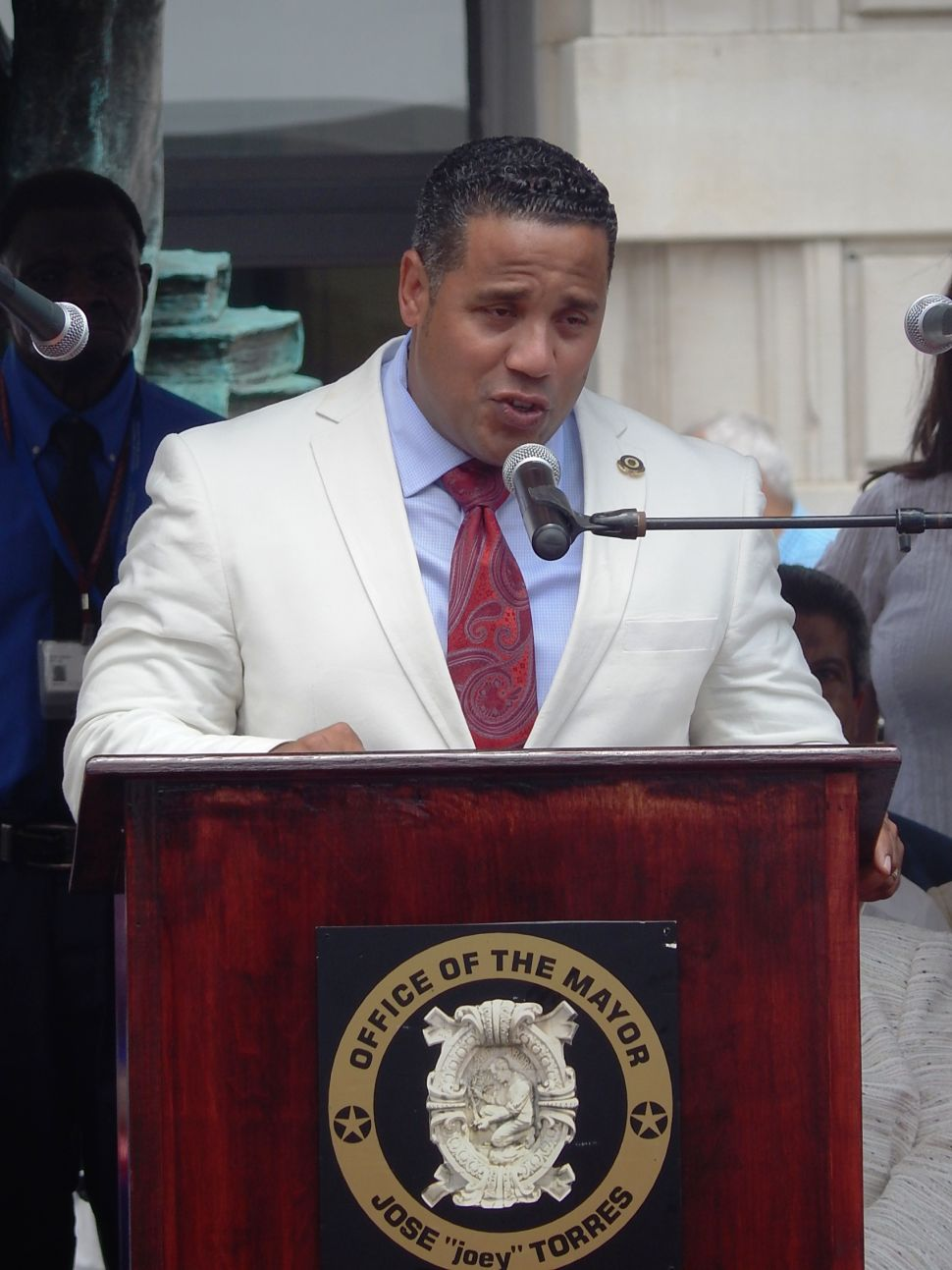 With swearing-in, Mendez arrives on the citywide stage