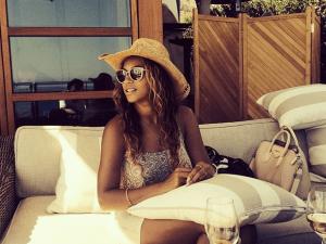 Beyoncé, wiggly iPhone and all. (Screengrab via instagram.com/beyonce)