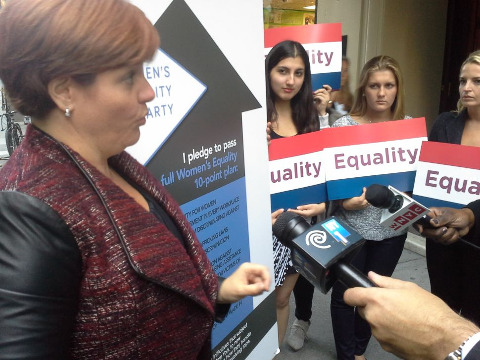 Christine Quinn Fails to Confront Rob Astorino in Midtown