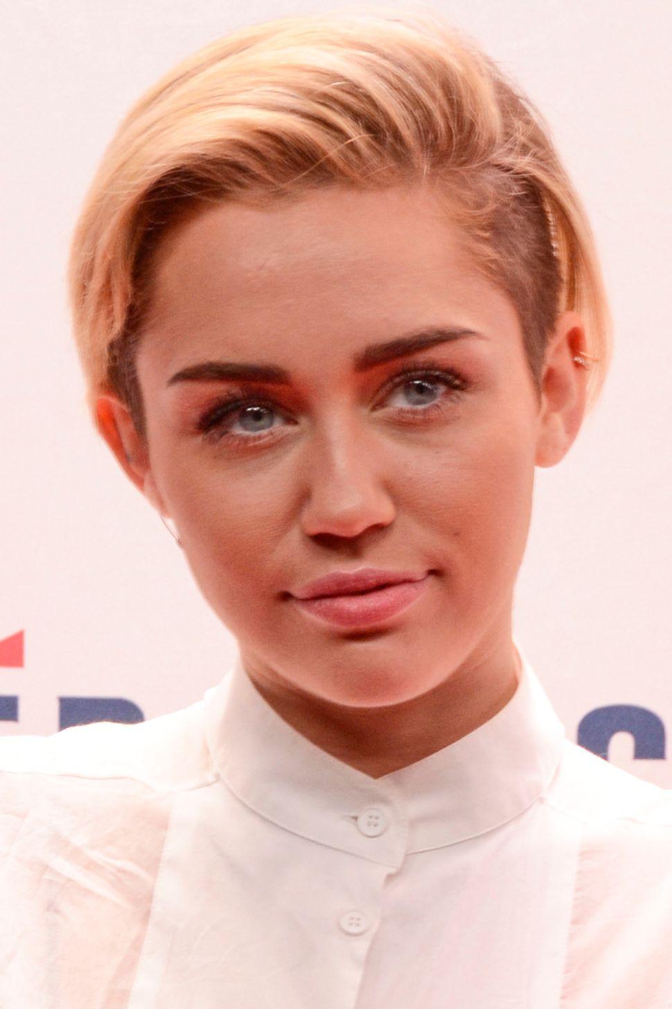 Morning Links: Miley Cyrus Studio Visit Edition