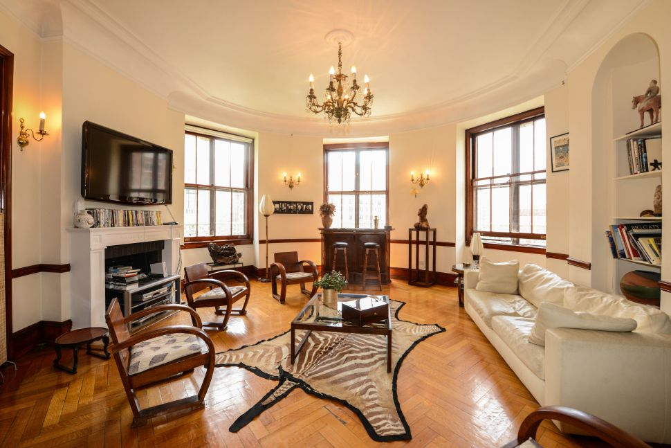 Turret Syndrome: Bragging Rights and Living in the Round at a Rare Ansonia Rental