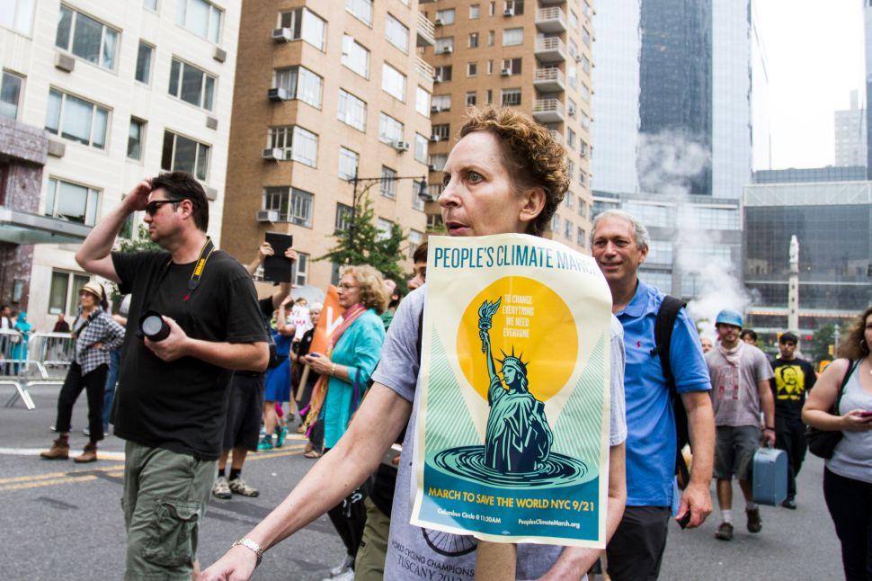 Hundreds of Thousands March as de Blasio Reveals Greenhouse Gas Plan