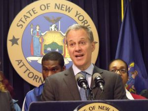 Attorney General Eric Schneiderman announced a settlement for underpaid skycaps today. (Photo: Jillian Jorgensen)