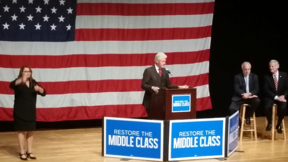 Bill Clinton, Rallying for Tim Bishop, Warns of 'Ideological Extremism'