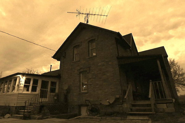 The Best Worst Show on Netflix Is 'Paranormal Home Inspectors'