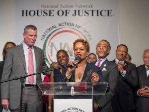 Mayor Bill de Blasio, left, with Rachel Noerdlinger. (Photo: NYC Mayor's Office)