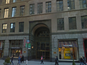 7 W. 34th Street, the rumored location of Amazon's brick-and-mortar store. (Google Maps)