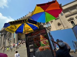 A hot dog vendor puts up another unbrella in front of the Metropolitan Museum of Art (Photo credit: Stan Honda/Getty)