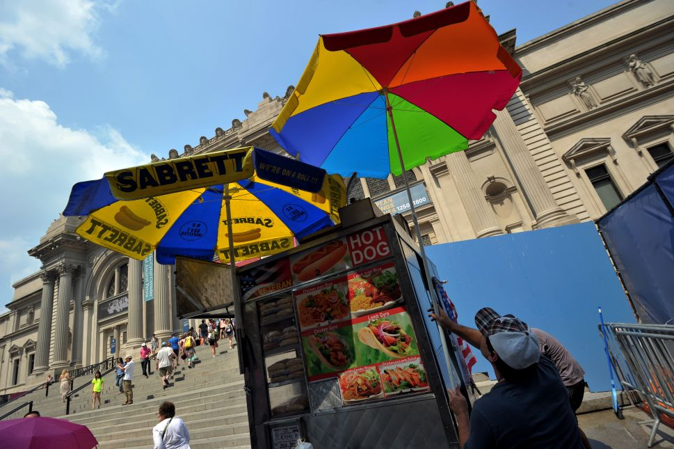 Outside the Met Museum, the Turf War Between Food Vendors Continues
