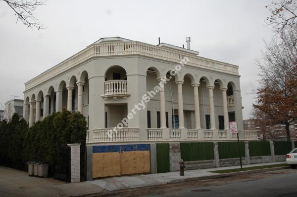 Nazdaróvye! Tomb-like Manhattan Beach Mansion Sells for $7.75 M.