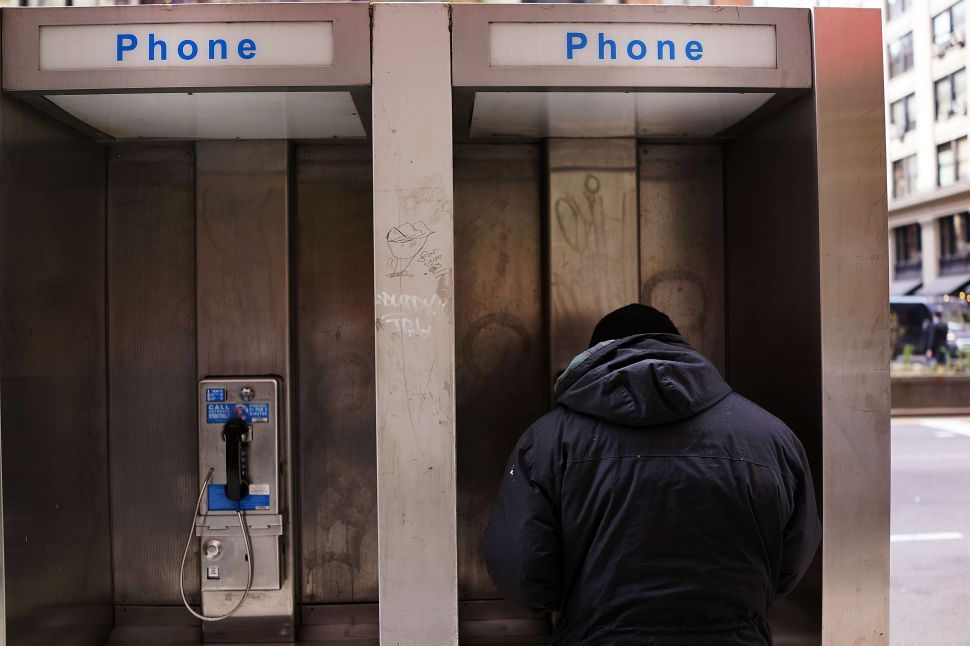 Afternoon Bulletin: Wi-Fi Kiosks to Replace Aging Phone Booths