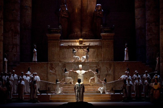 A Lumpish 'Aida' at the Met is No Match for a Magical 'Flute'