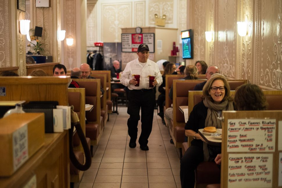 After 34 Years of Broadway History, Café Edison Is Closing