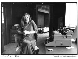 Joan Didion and her typewriter, March 31, 1972 (Jill Krementz)