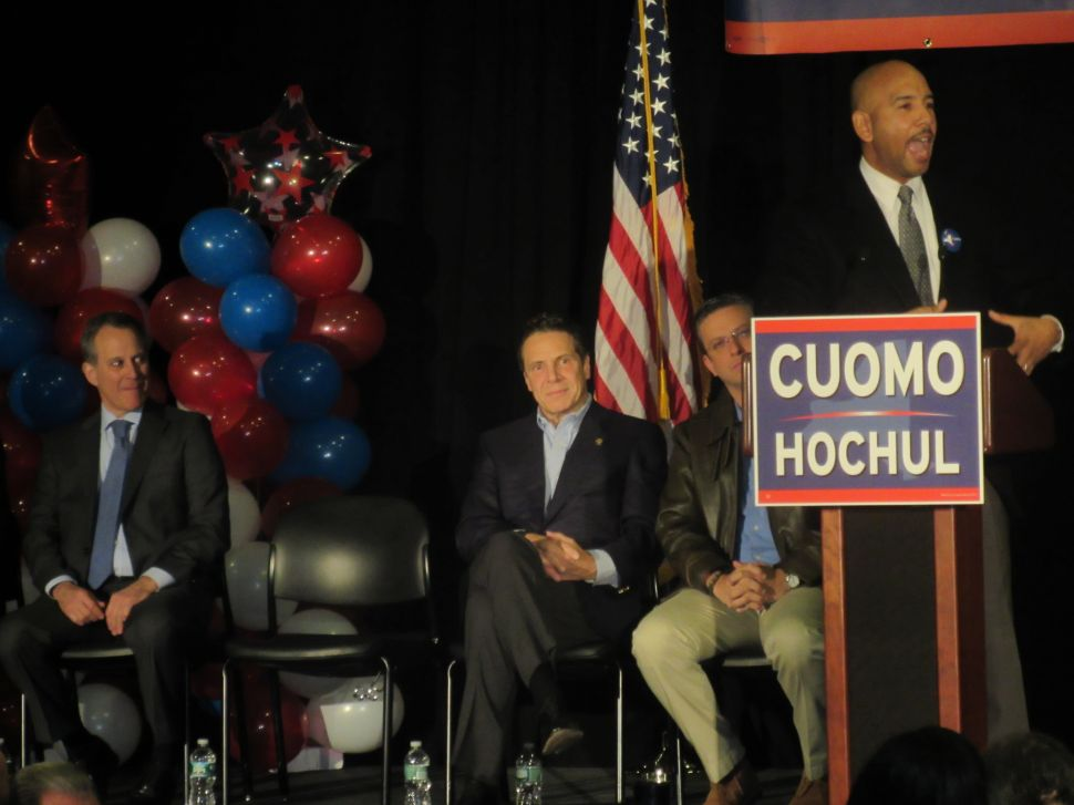 Schneiderman and Cuomo Rally With Latinos and Labor in the Bronx