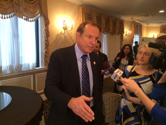 Lesniak launches online petition drive for passage of immigration reform