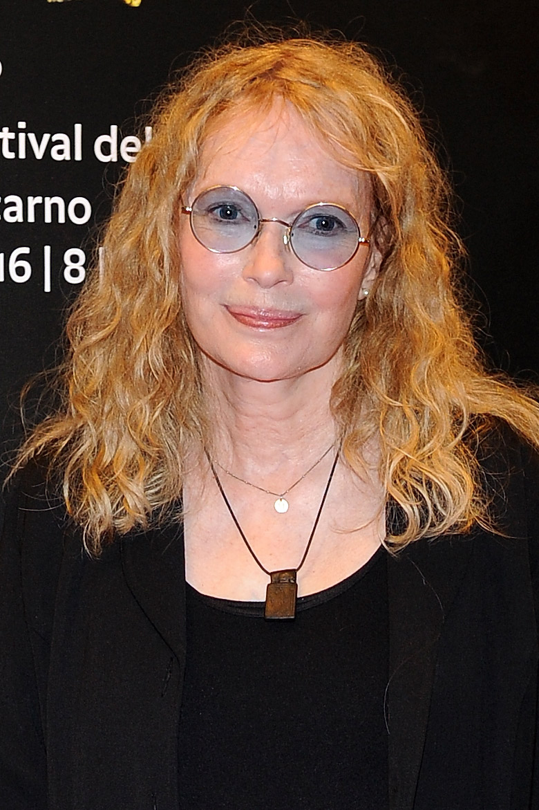 Mia Farrow Apparently Finds Family Pics by Googling 'Mia Farrow & Her Black Children'