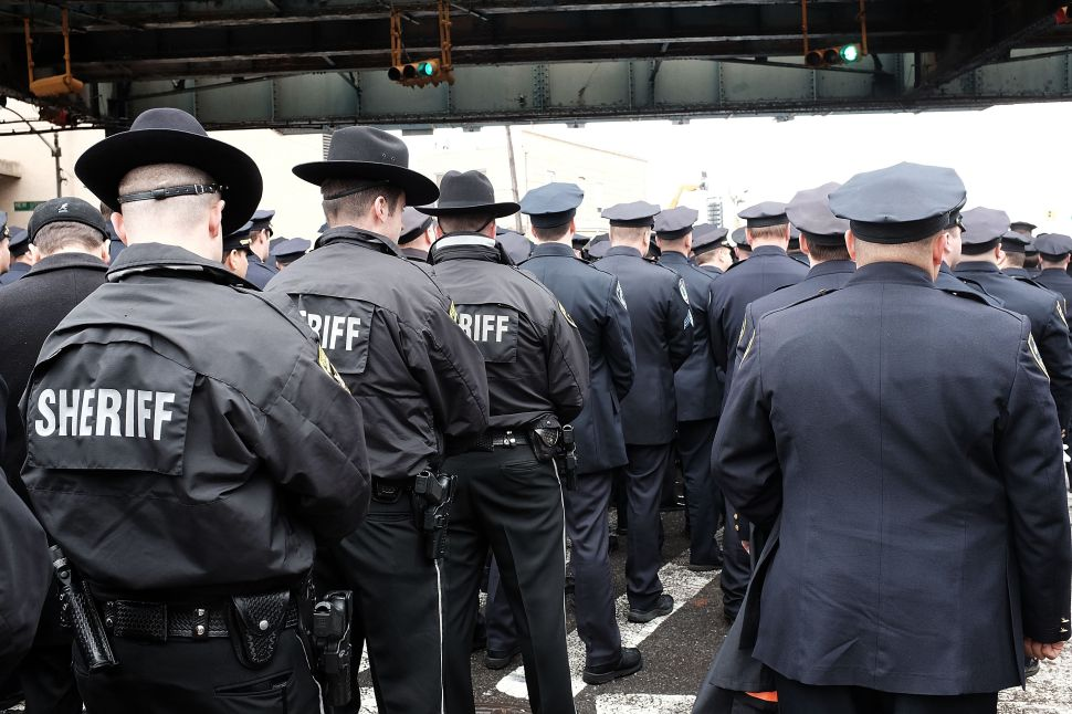 Most New Yorkers Disapprove of Cops Turning Their Backs on de Blasio: Poll