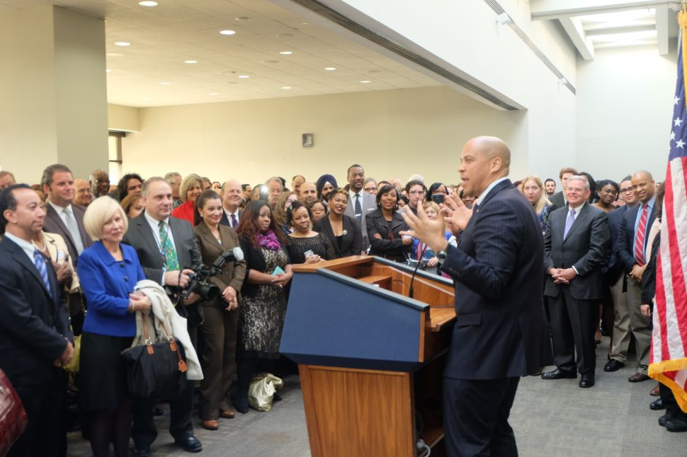 Booker wants to end 'partisan gridlock' in Washington, will start by shoveling driveways