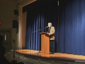 Dr. Diane Ravitch speaking before 200 parents, teachers, and community activists. (Photo by Jennifer Neufeld)