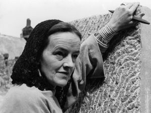 Barbara Hepworth by Peter Keen, (early 1950s). (Courtesy National Portrait Gallery)
