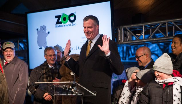 Mayor Bill de Blasio keeps his mitts off Staten Island Chuck at the annual Groundhog Day ceremony (Photo: Andrew Burton/Getty Images).