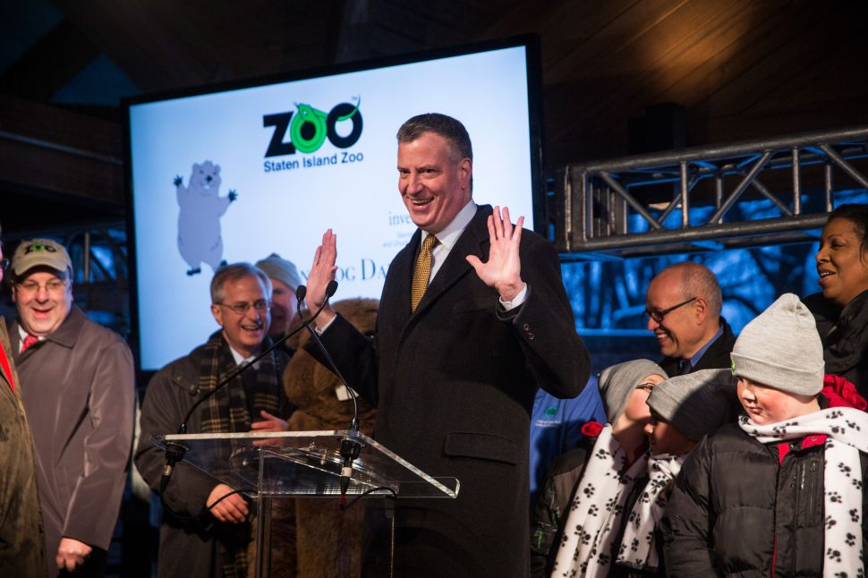 De Blasio On Hand But Hands-Off as Groundhog Predicts Early Spring