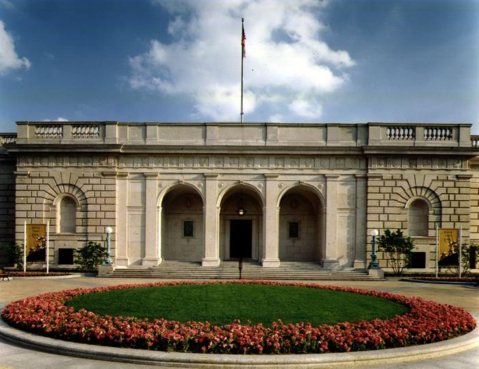 Art World Abstracts: The Smithsonian to Lose the Freer for a Year, and More!