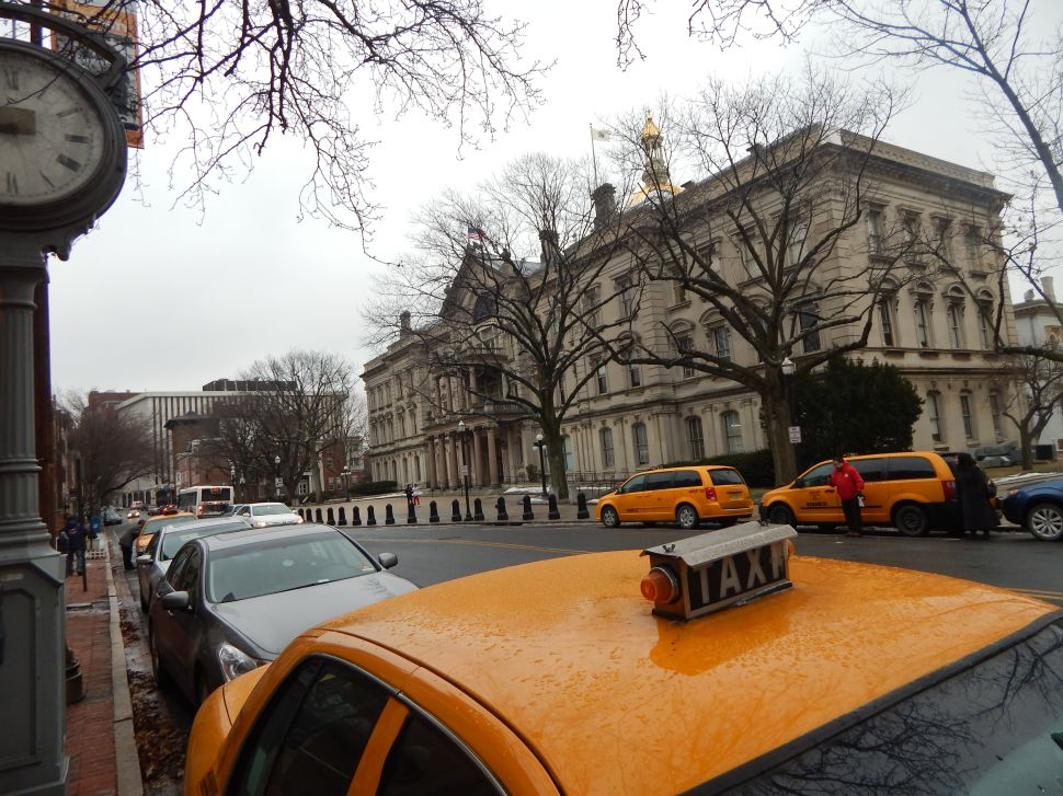 Uber vs. the yellow cabs: Taxis descend on statehouse to protest new ridesharing services