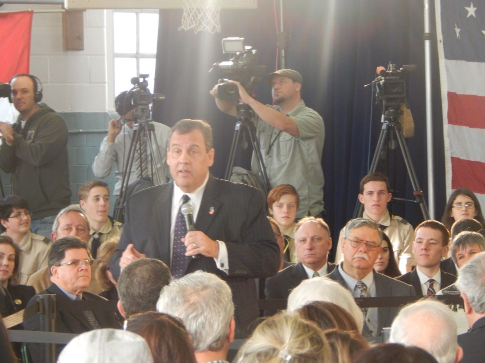 Christie assures NJ residents his prez aspirations won't keep him from 'doing my job' at home