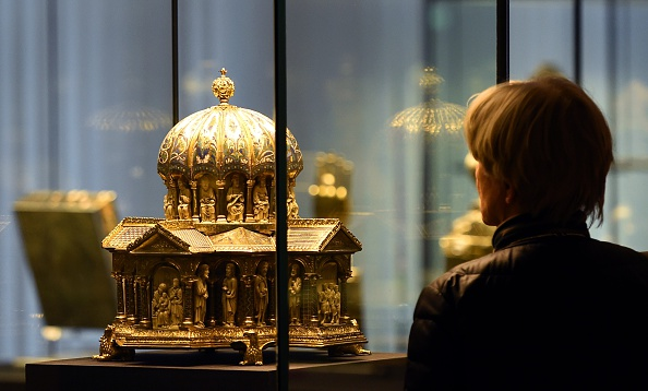 Jewish Heirs Sue Germany in US Over Nazi-Looted Guelph Treasure