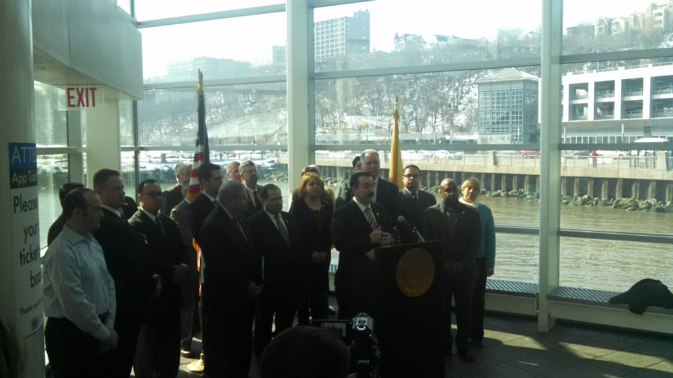 Hudson County officials and lawmakers back bill to ban tourist helicopters from 'Wild West' airspace