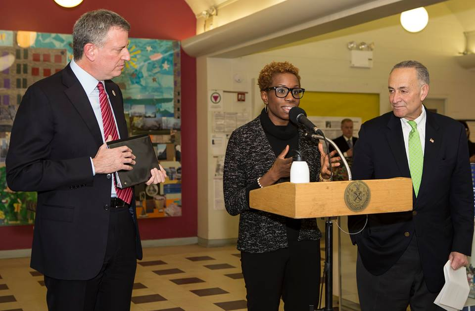 De Blasio Cuts Contract Deal With NYCHA Teamsters Union for Raises, Cost Cuts