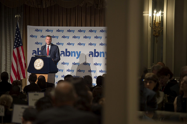 De Blasio's High-Wire Act: Wooing Business While Keeping the Left Content