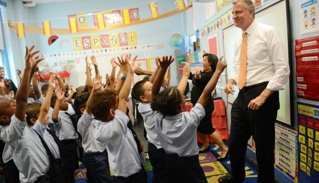 New York Mayor Bill de Blasio visits a second grade Spanish class at Amber Charter School in Manhattan on the first day of NYC public schools, September 4, 2014 in New York City. New York Mayor Bill de Blasio is touring universal pre-kindergarten programs throughout the city. (Photo by Susan Watts-Pool/Getty Images)