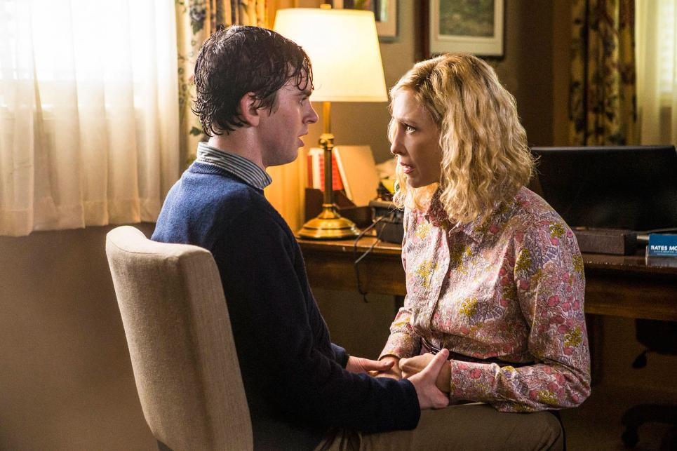 How to Become a Psycho: Lessons from the Season 3 Premiere of 'Bates Motel'