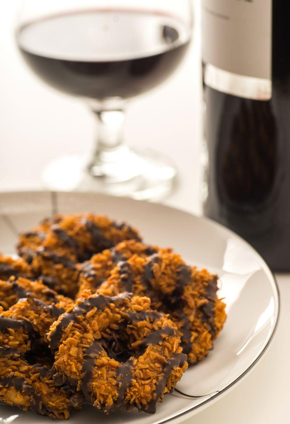 The Best Beer & Wine Pairings for Girl Scout Cookies