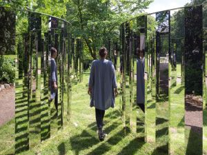 Jeppe Hein, Mirror Labyrinth NY, 2015. (Courtesy of König Galerie, Berlin; 303 Gallery, New York; and Galleri Nicolai Wallner, Copenhagen)