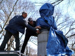 New York City Department of Parks and Recreation employees take down a statue of former National Security Agency (NSA) contractor Edward Snowden at the Fort Greene Park in Brooklyn, New York, on April 6, 2016. (Photo credit should read JEWEL SAMAD/AFP/Getty Images)