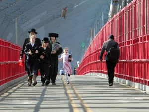 Jews on the Bridge. The WIlliamsburg and otherwise. (Photo by Mario Tama/Getty Images)
