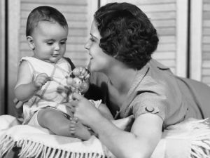 CIRCA 1950s: Mother playing with baby. (Photo: George Marks/Retrofile/Getty Images)