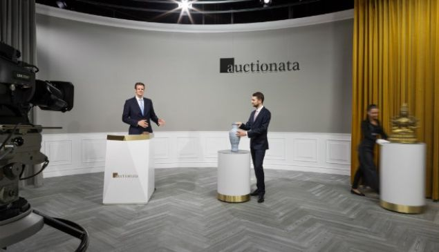 A live sale at Auctionata broadcasts online to collectors.