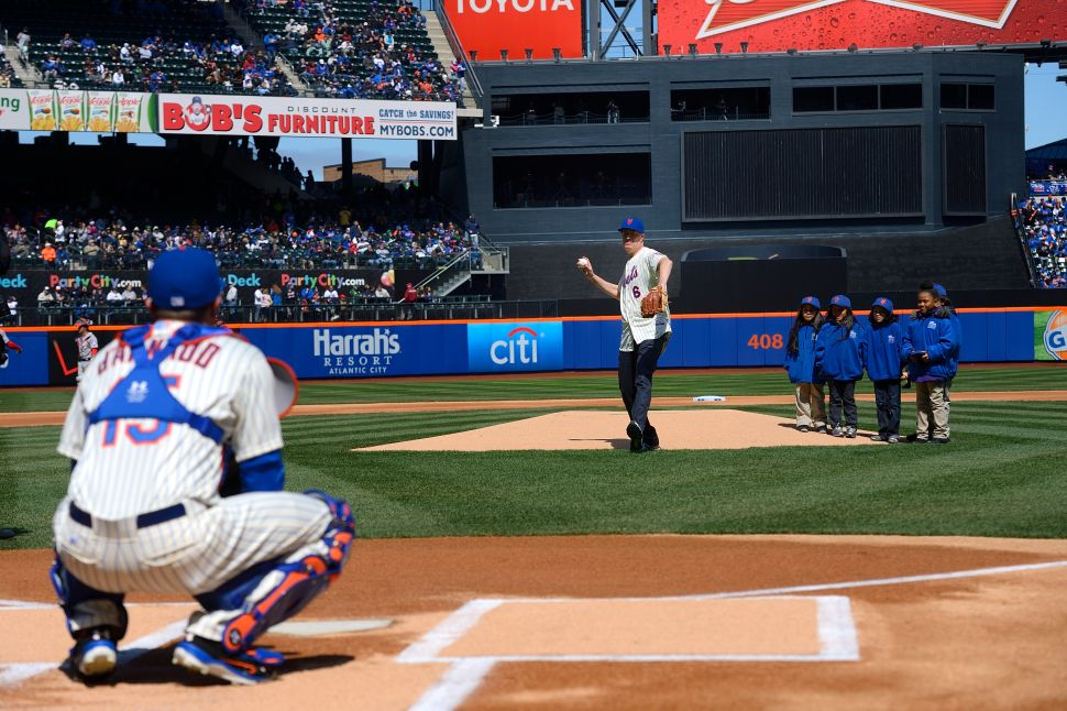 Afternoon Bulletin: De Blasio Booed at Mets Game (Again), Columbia Protests and More