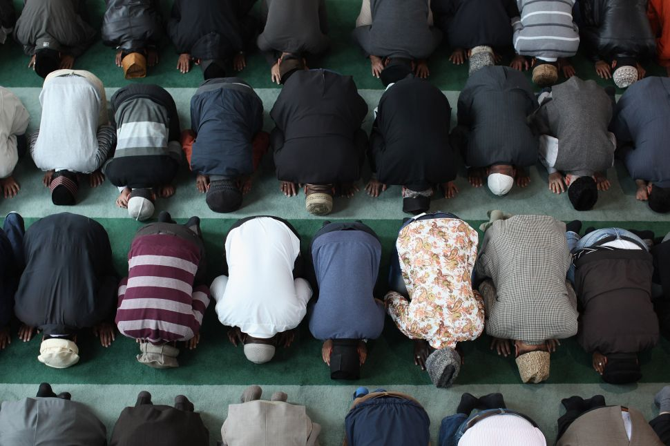Islamic Scholars Blast CAIR for Trapping Muslims Into a 'Trance of Victimhood'