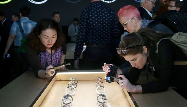 Everyone who bought an Apple Watch is looking for something to do with it. The apps that put themselves the furthest in front are reaping series rewards. (Photo: Getty)