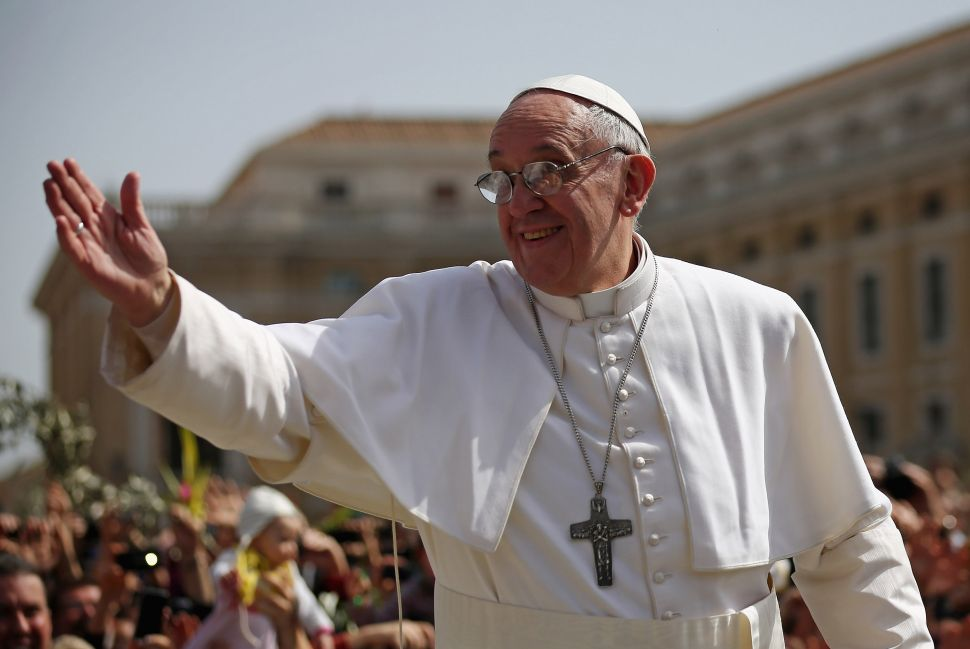 Twitter Sours on Pope Francis After News of Kim Davis Meeting