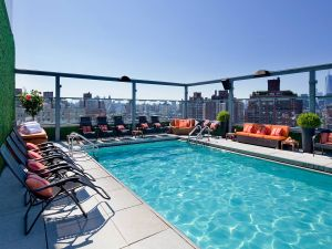 The rooftop pool at the Gansevoort Hotel's Meatpacking location. (Photo: www.gansevoorthotelgroup.com)