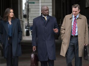 "LAW & ORDER SPECIAL VICTIMS UNIT -- ""Perverted Justice"" -- Pictured: (l-r) Mariska Hargitay as Detective Olivia Benson, Andre Braughner as Attorney Bayard Ellis, Robert Sean Leonard as ADA O'Dwyer -- (Photo by: Michael Parmelee/NBC)"